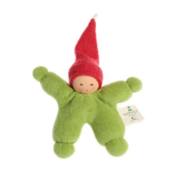 Nanchen Puppe WICHTEL aus Bio Baumwolle in grün mit roter Mütze